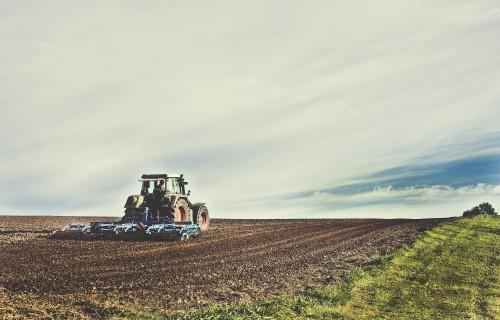Darbu sāk jauns elektroniskais palīgs lauksaimniekiem atbalsta finansējuma efektīvākai ieguldīšanai – Tehnikas un iekārtu katalogs